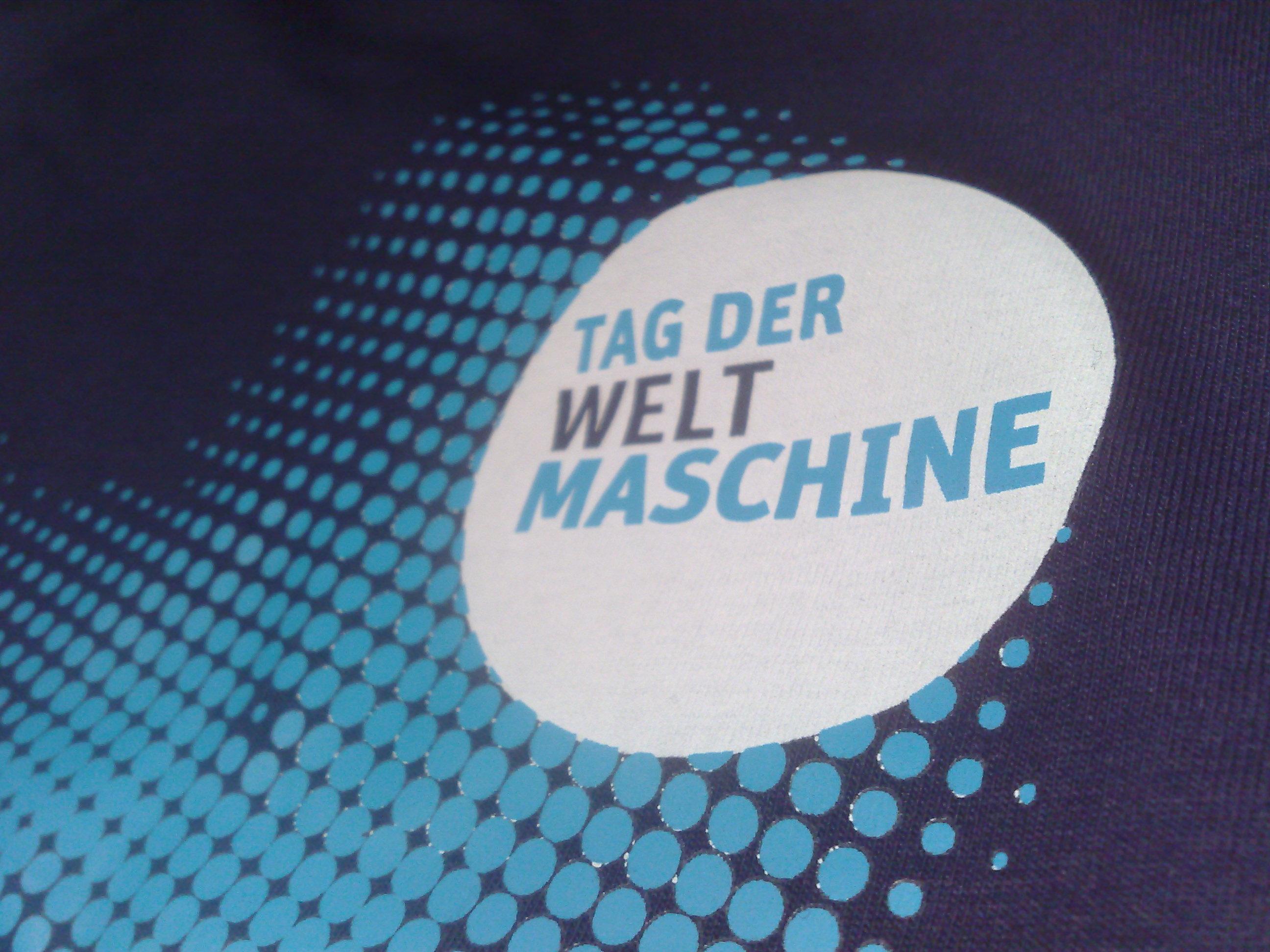 Tag-der-Weltmaschine-Foto-vom-T-Shirt